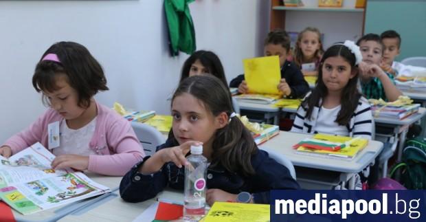 Началото на учебната година ще започне в реална училищна среда,