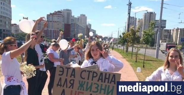 Стотици работници в заводи за трактори и автомобили в беларуската