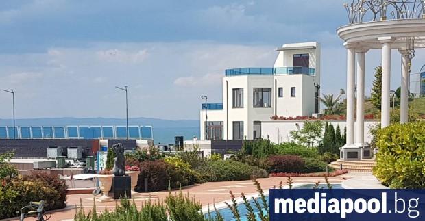 Прокуратурата откри нарушения при строителството на лятната резиденция на почетния