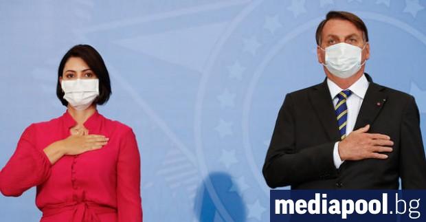 Съпругата на бразилския президент Жаир Болсонаро и един от министрите