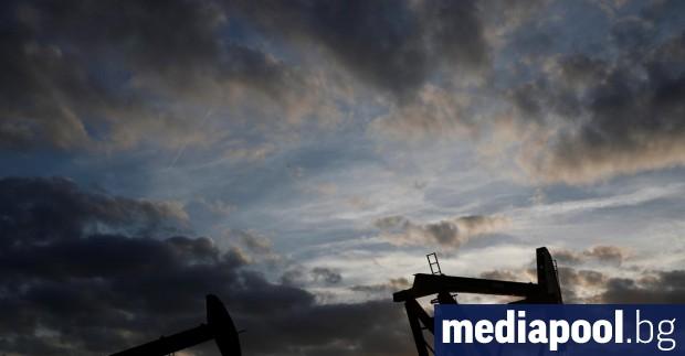 Петролът продължи да поевтинява в азиатската търговия на фона на