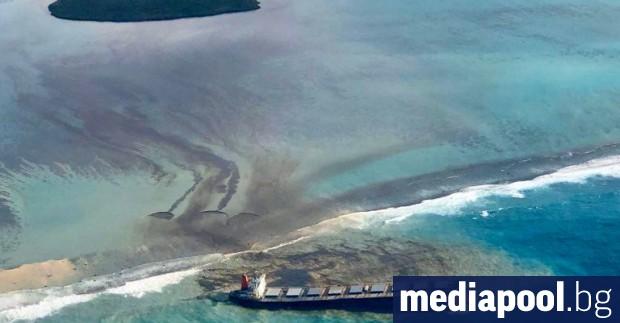 Японският собственик на товарния кораб, от който изтичат петролни продукти