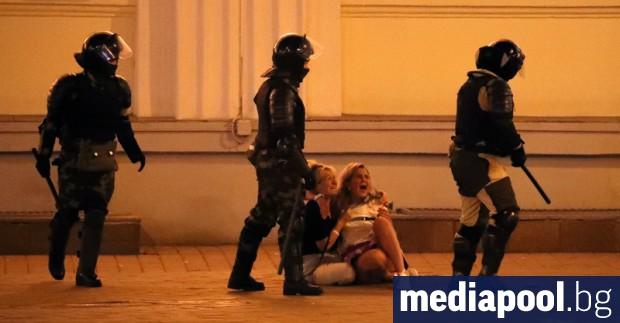 Един човек е загинал, след като беларуската полиция влезе в