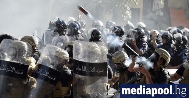 Ливанската полиция използва сълзотворен газ, опитвайки се да разпръсне множество