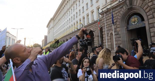 Хиляди се събраха отново във вторник вечерта пред Министерския съвет