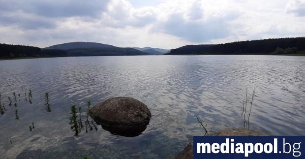 Част от Перник отново се водоснабдява през София. Превключването е