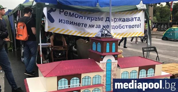 Въпреки заявената от премиера Бойко Борисов готовност да се оттегли,