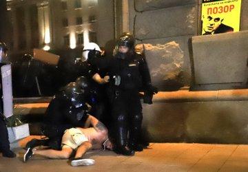 Кадри с брутално полицейско насилие опровергават МВР