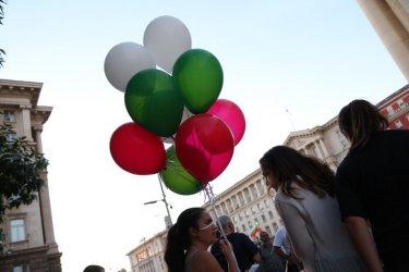 Балони в бяло, зелено, червено в 50-ия ден на протеста