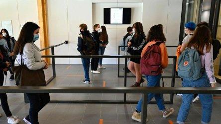 Франция затвори 22 училища заради заразени с коронавируса