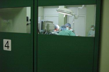 Депутатите актуализираха бюджета на НЗОК, за да разплати стара дейност на болниците