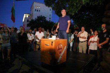 Ден 49: Протести пред метрото и испанското посолство