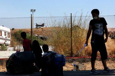 """България предлага подслон за 20 деца от изгорелия бежански лагер """"Мория"""""""