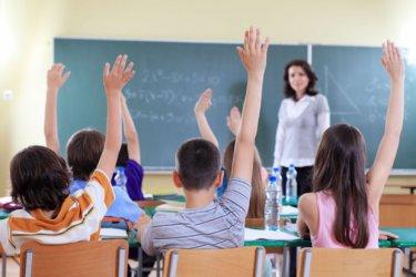 Заплатите на учителите се вдигат с 15-16% от Нова година