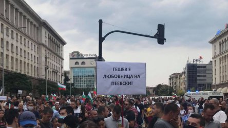Mass protests in front of Parliament on the first day after summer break