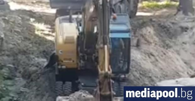 Преди ден жители на Варна заснеха как местни археолози използват