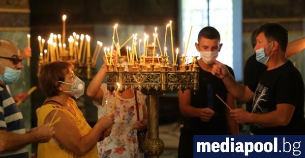 Православнихристияни от цялата страна се стекоха в събота храмове в