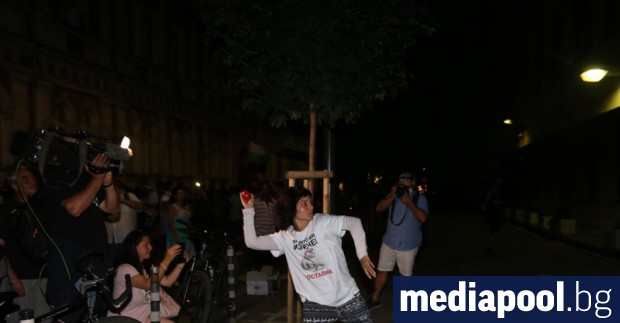 Anti-government protests demanding the Cabinet's resignation and that of Prosecutor