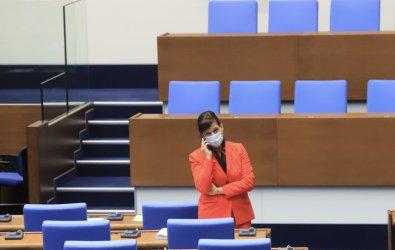 Политическият театър с новата конституция пред нов сезон – ще се прави комисия