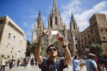 Срив на чуждите туристи в Испания със 76% през август