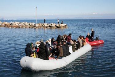 Над 20 мигранти вероятно са загинали при корабокрушение край бреговете на Либия
