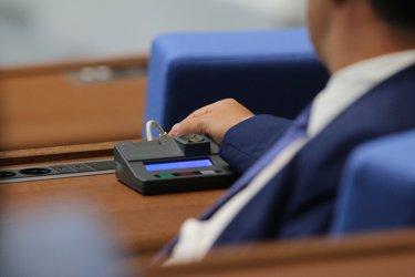 След продължителни скандали управляващите отложиха приемането на промените в ИК