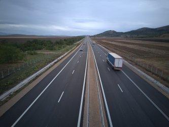 """Участък от магистрала """"Европа"""" ще е готов предсрочно, друг - закъснява"""
