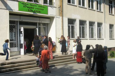 Четири класа в столично училище са под карантина заради учител с Covid-19