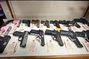 Американците се втурнаха да купуват оръжия преди изборите