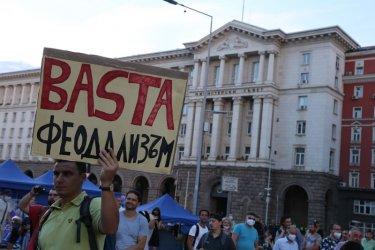 """""""Индипендънт"""": Светът гледа към Беларус, а в България протестират срещу правителството от 70 дни"""