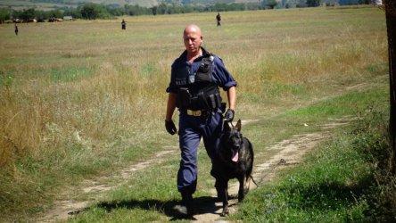 Без допълнителен отпуск заради извънредна работа на полицаите, ще им се плаща
