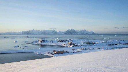 Първият пролетен полет от САЩ до Антарктида пристигна при мерки срещу коронавируса