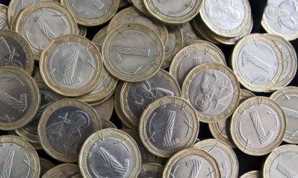 Едва 8.6% от българите получават над 2000 лв. на месец