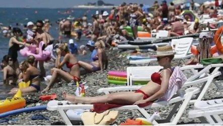 Министърът на туризма настоява за по-евтини чадъри и шезлонги и за лято 2021