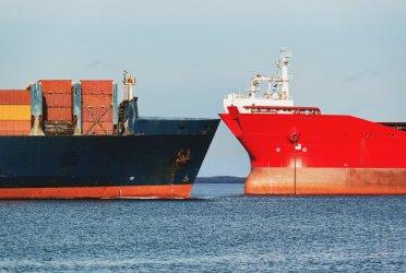 Руски военен кораб се сблъска с контейнеровоз в датски води