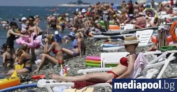 По-евтини чадъри и шезлонги за плажуващите по родното Черноморие и