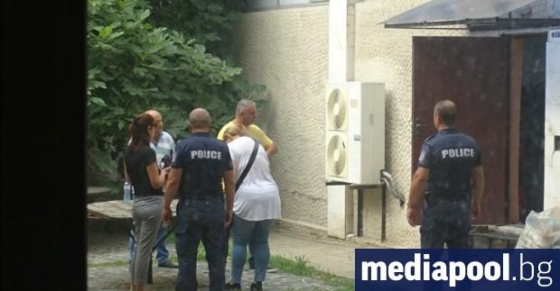 Трима души пострадаха при пропадането на товарен асансьор в сградата