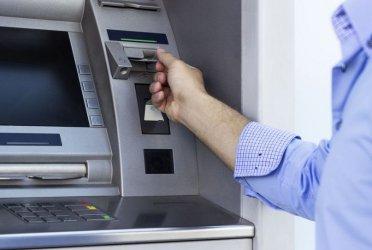 Трима българи задържани в Индия за източване на банкови карти