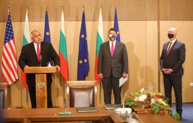 САЩ ще пазят българската 5G мрежа от ненадеждни доставчици