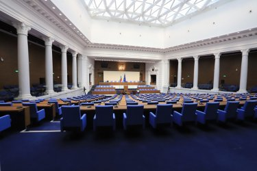 """""""Тренд"""": Паритет между ГЕРБ и БСП, пет сигурни партии в парламента"""