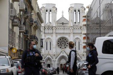 Терор в Ница: Три жертви, една от които обезглавена, и няколко ранени при нападение с нож