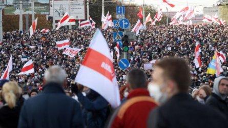 Над 100 000 протестираха срещу Лукашенко въпреки заплахата от насилие