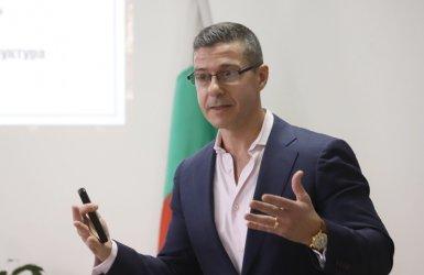 От БНР защитиха директора си, СЕМ очаква той да оттегли оставката си