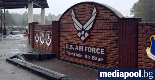 Във военната база