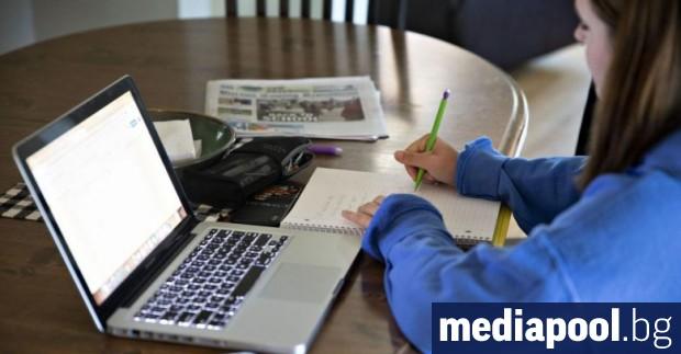 Обучението в електронна среда не е достатъчно ефективно. Една част