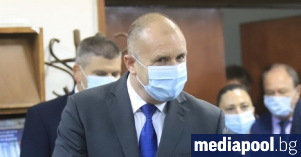 Президентът Румен Радев се самоизолира, след като главният секретар на