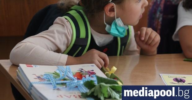 Властите ще чакат 2 седмици новите по-строги противоепидемични мерки да