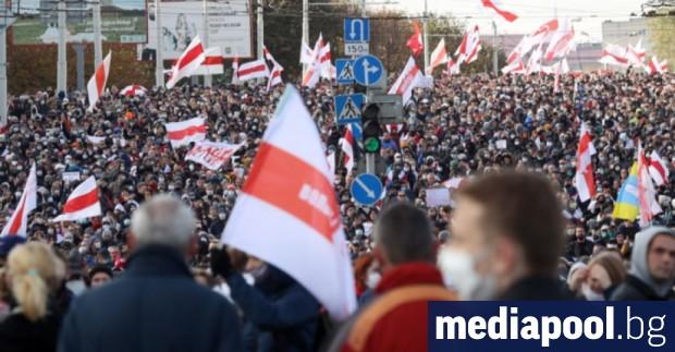 Десетки хиляди хора преминаха днес на шествия по улиците на