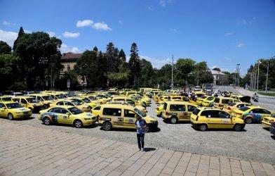 София намали патентния данък за такситата до 300 лева за кола