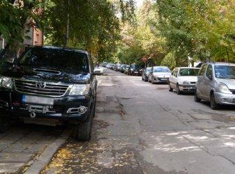 И Столична община започва да глобява за кола на тротоара